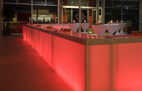 Bar aus Aluminium und Plexiglas